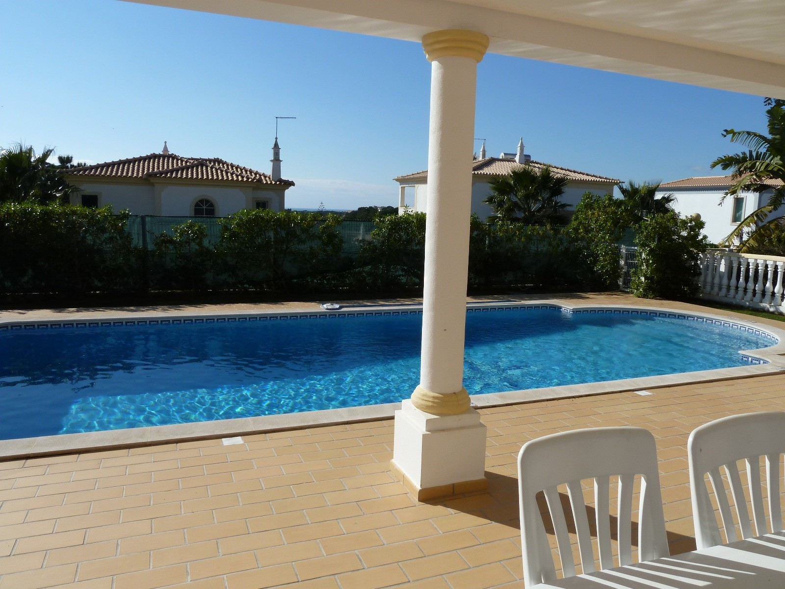 Estrelicia's sunny, south facing pool & sea views!