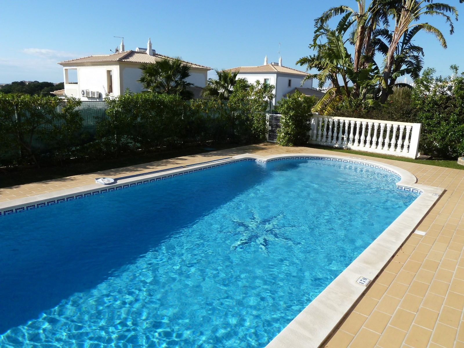 Beautiful large pool, with optional pool heating