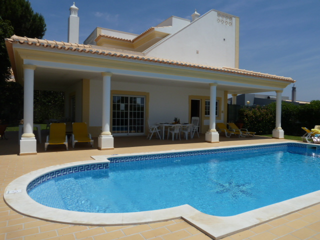 Villa Estrelicia can be rented with 5 or 4 bedrooms, villa with sea views.