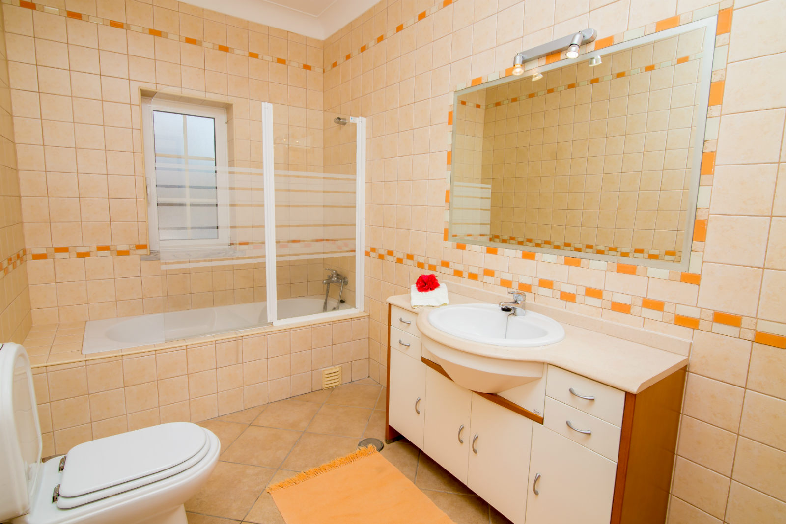 G/F bedrooms share this beautiful bathroom. In 2015 with walk-in shower!