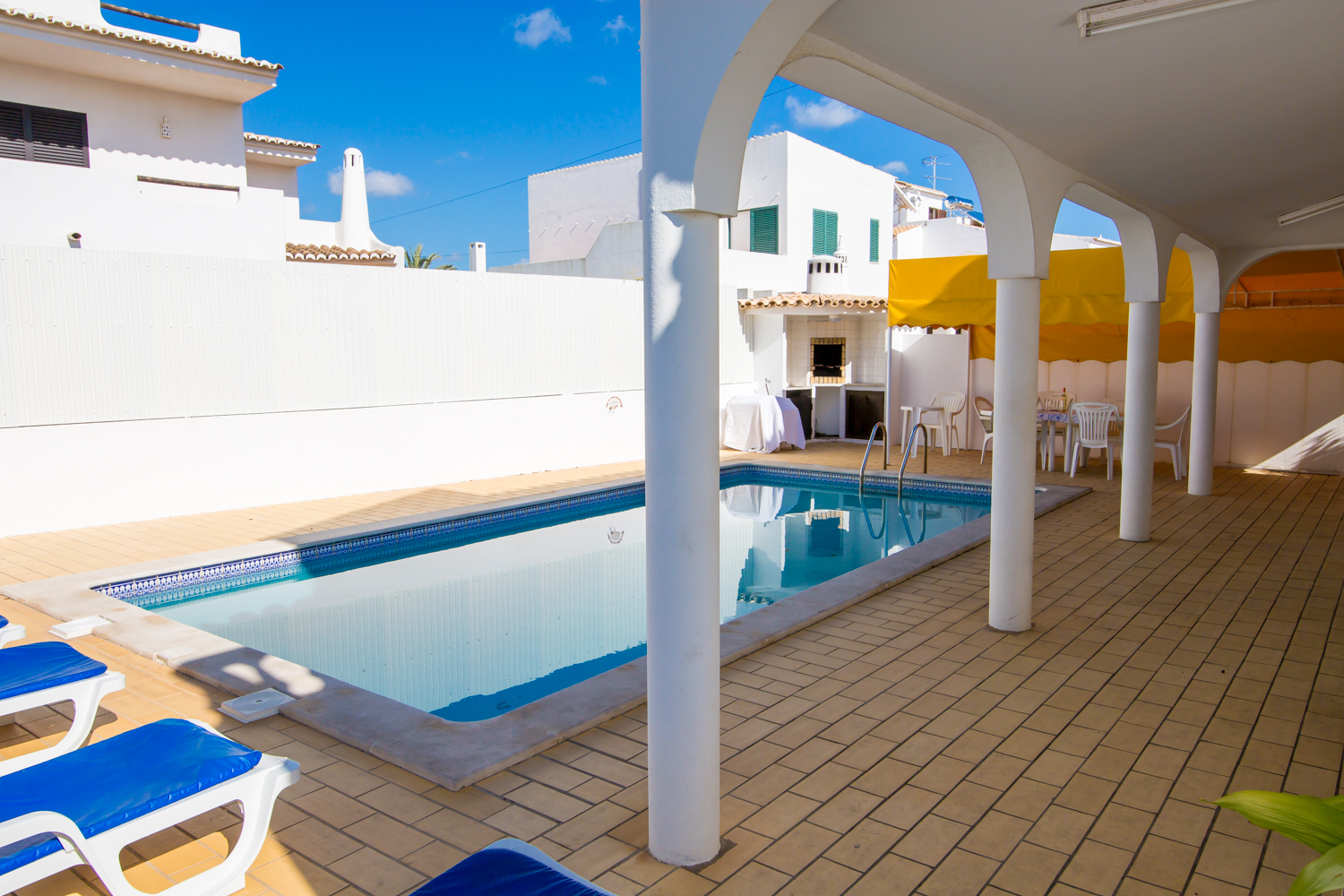 Long poolside terrace, BBQ, alfresco table & chairs & sunbeds for 12 persons