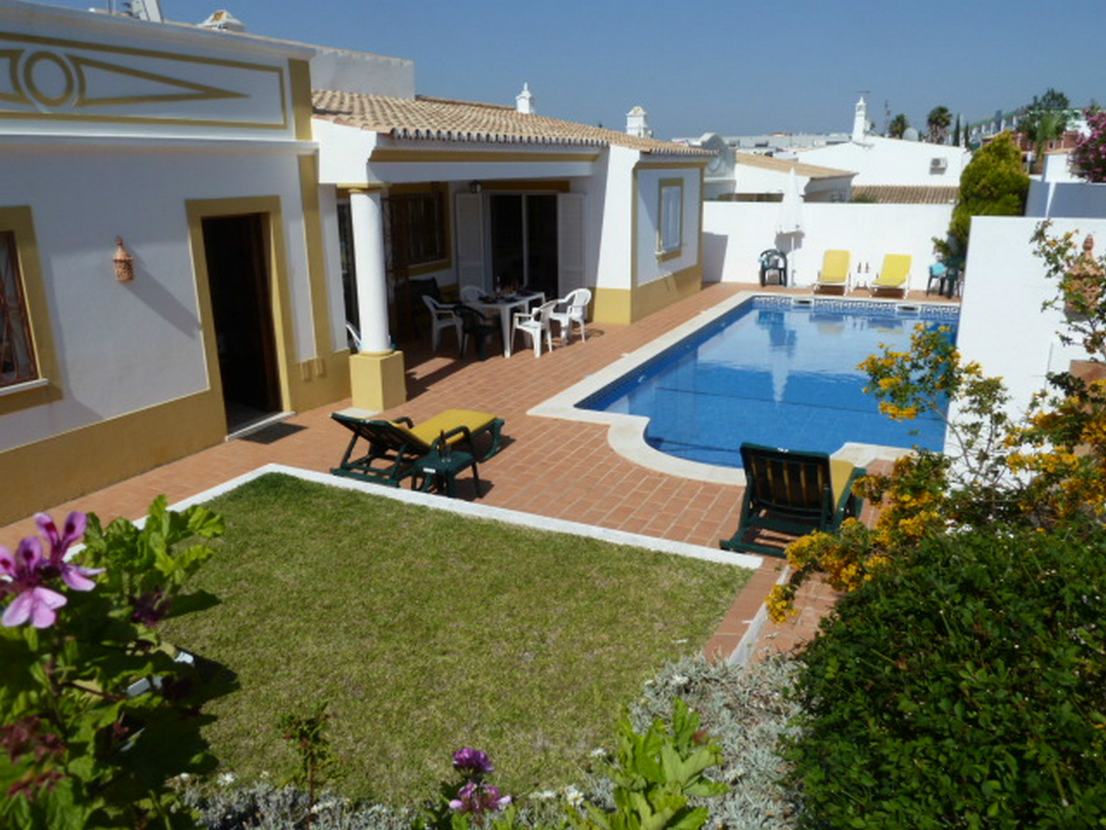 Very sunny south facing, Villa Ana,  3 bedrooms, 3 bathrooms in Quinta Alamos.