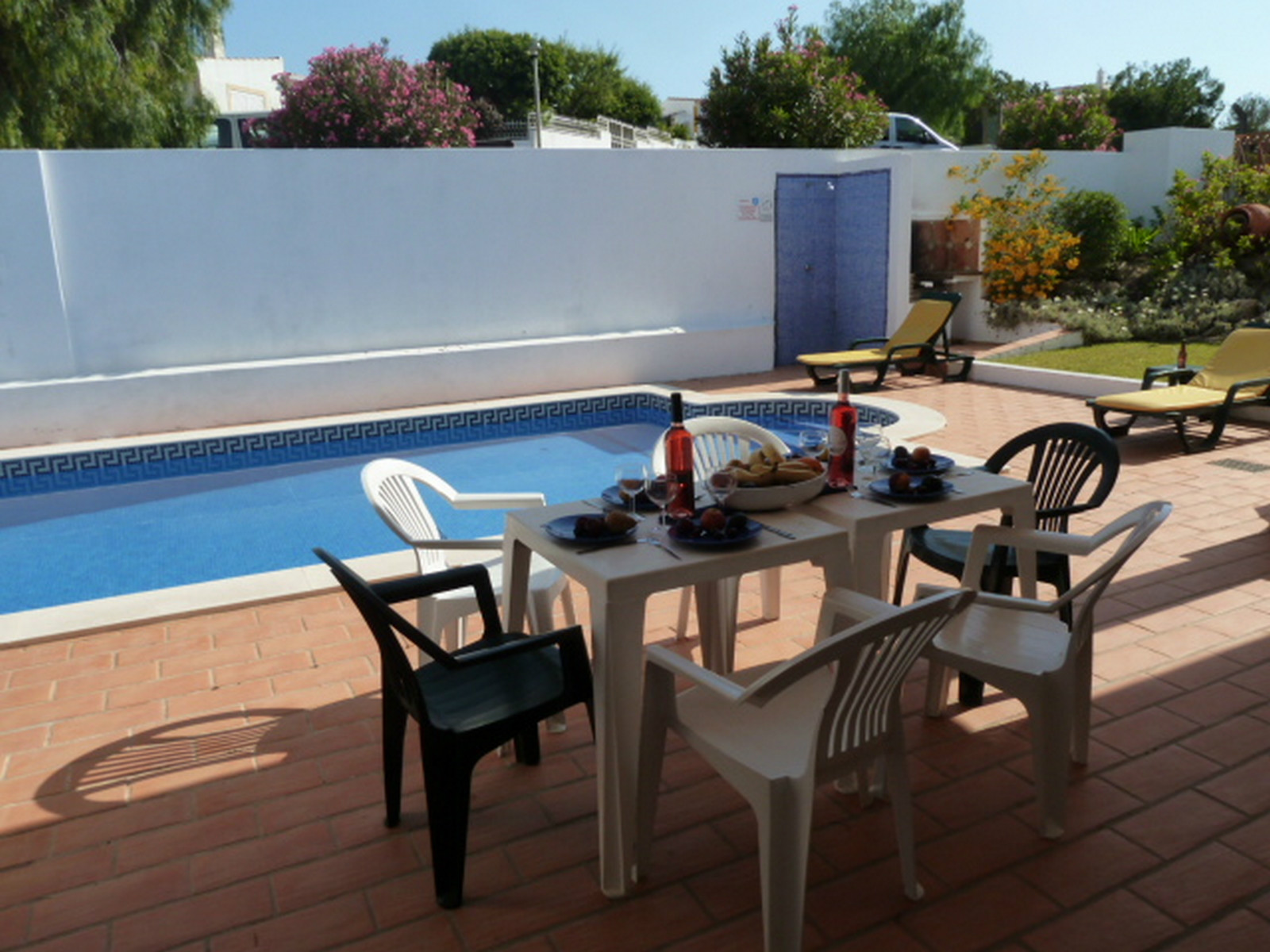 The partly covered pool terrace is welcomed, on this very sunny pool & terrace.