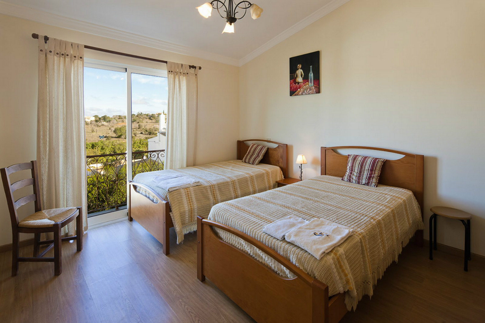 A light & bright 'very cool' north facing bedroom, private bathroom & balcony.
