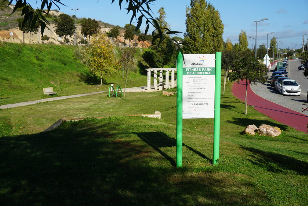 Very near  the villa, in Calicos, there is one of Albufeira's free sports activities park.