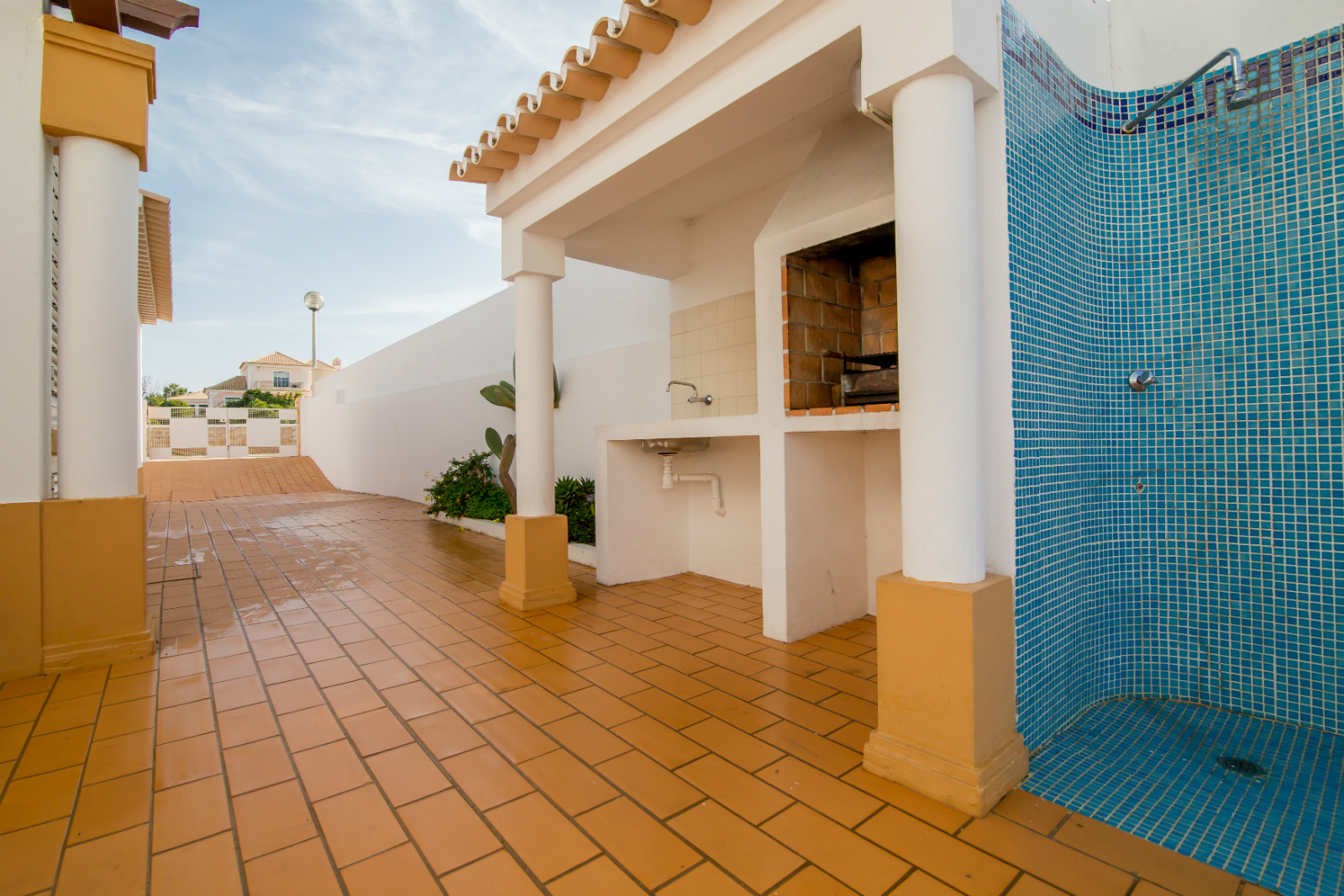The villa also has outdoor BBQ complete with sink & lots of private parking.