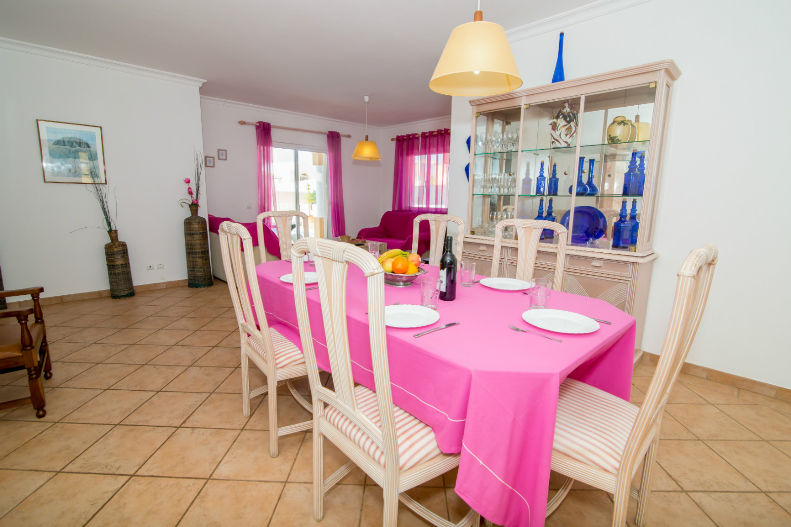 All round, light & bright villa, with nice furniture, all with great surrounds.