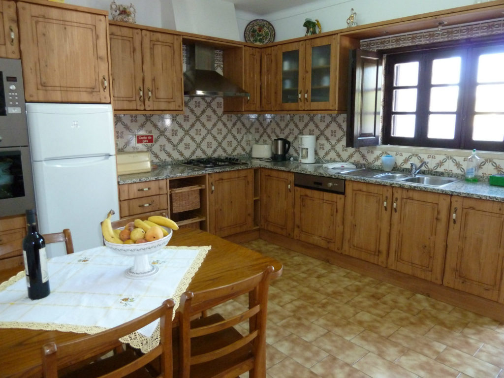 Quality, New! Fully equipped countrystyle kitchen