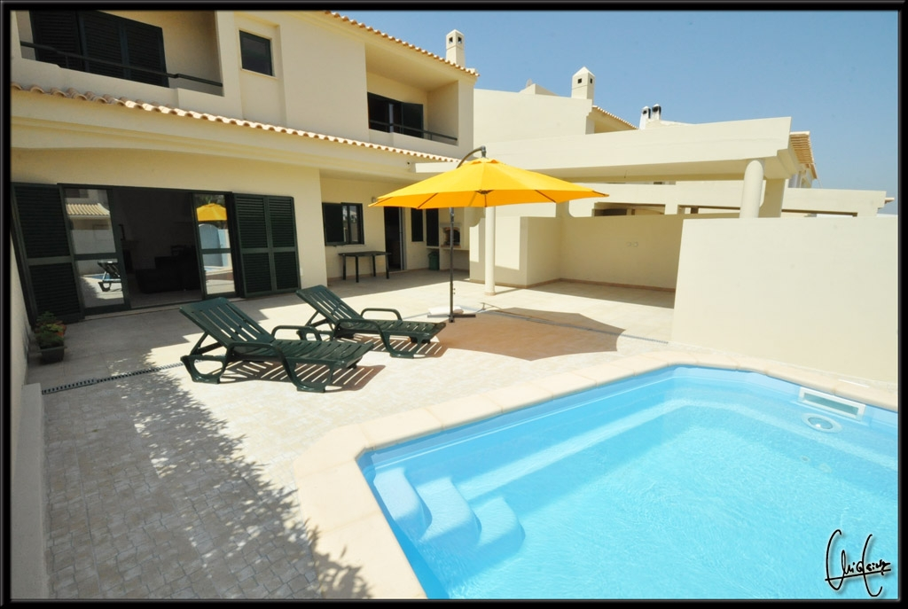Very spacious and very sunny villa in superb, Very Central Albufeira Location.