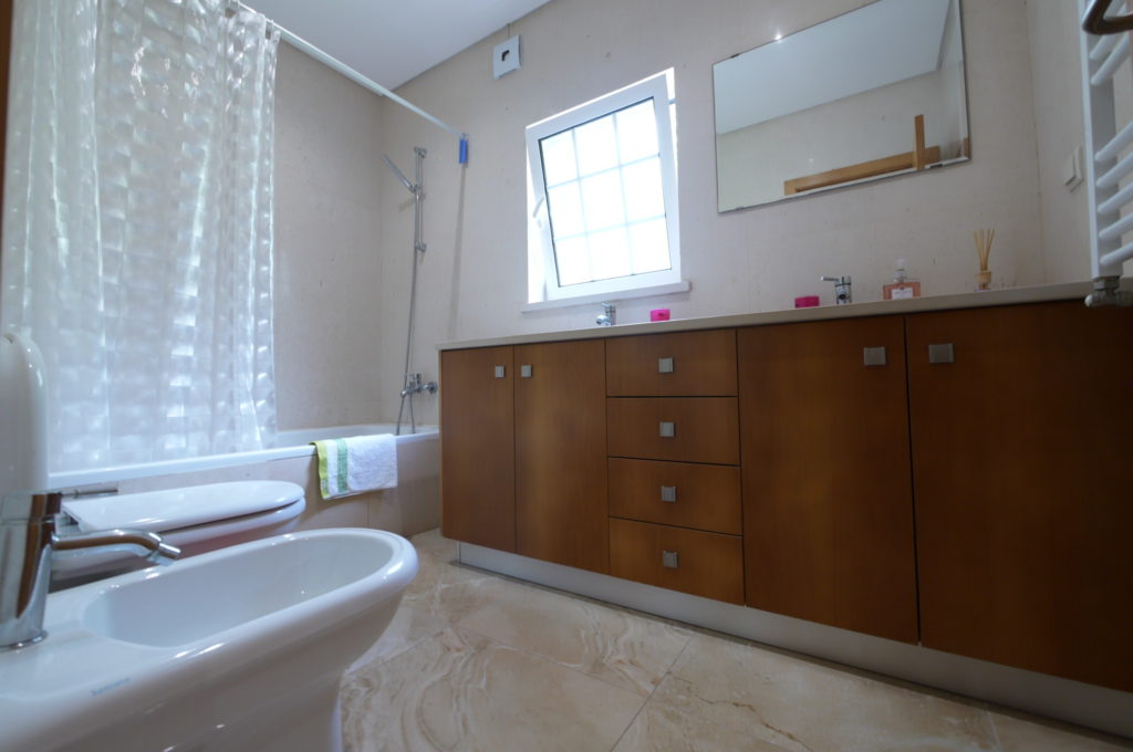 Ground floor, spacious, private bathroom.