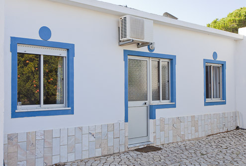 Villa Maria poolside extension with 2 bedrooms.