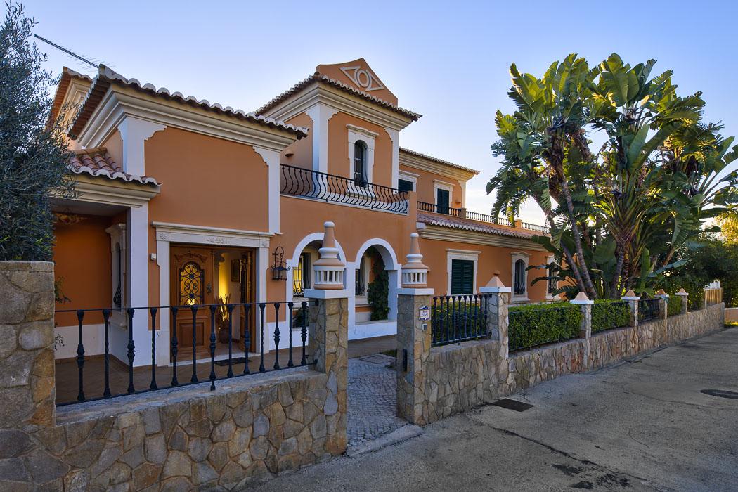 Villa Silver.