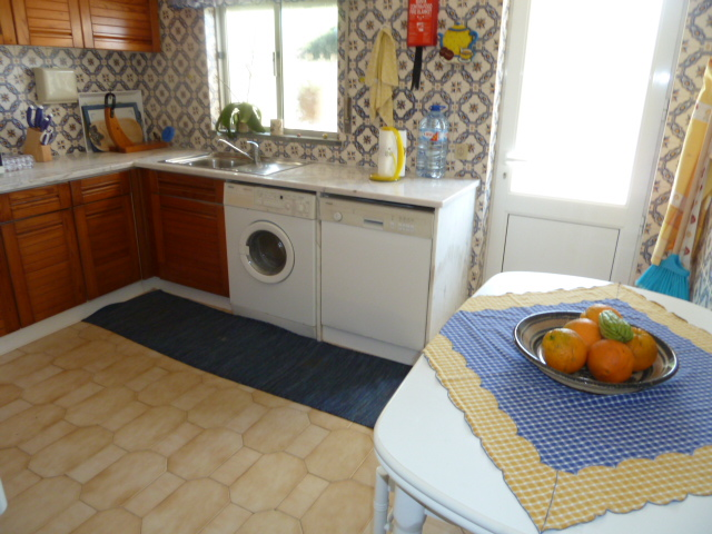 Ground floor, fully equipped kitchen.